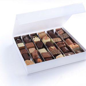 luxe handwerk bonbons witte doos