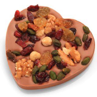 Chocolade hart met noten en vruchten