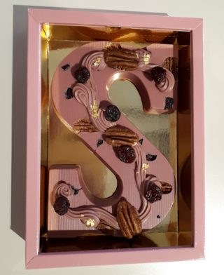 Roze chocolade letter